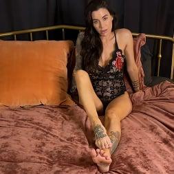 Gia DiMarco in 'Kink Partners' KINKY JOI: Gia's Perfect Feet (Thumbnail 5)