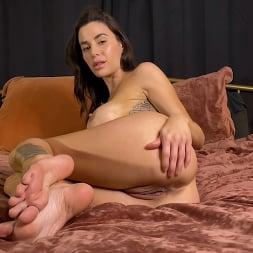 Gia DiMarco in 'Kink Partners' KINKY JOI: Gia's Perfect Feet (Thumbnail 12)