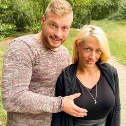 Harleen Van Hynten in 'Kink Partners' Naughty Fuck Date for Harleen Van Hynten in a Public Park (Thumbnail 4)