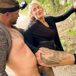 Harleen Van Hynten in 'Kink Partners' Naughty Fuck Date for Harleen Van Hynten in a Public Park (Thumbnail 7)