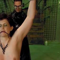 Jada Sinn in 'Kink Partners' Jada Enters The Matrix (Thumbnail 9)