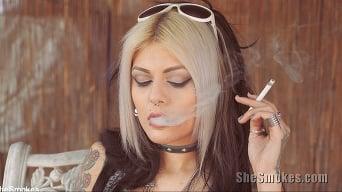 Jenna Poprocks に '彼女は7を吸う'