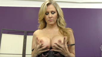 Julia Ann in 'MILF IN A BOX'