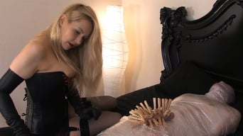 Mistress Eleise de Lacy in 'Mummification'